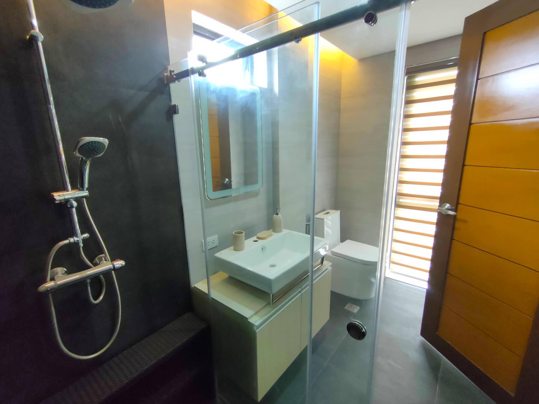 Brizlane Residences - Master's Toilet and Bath